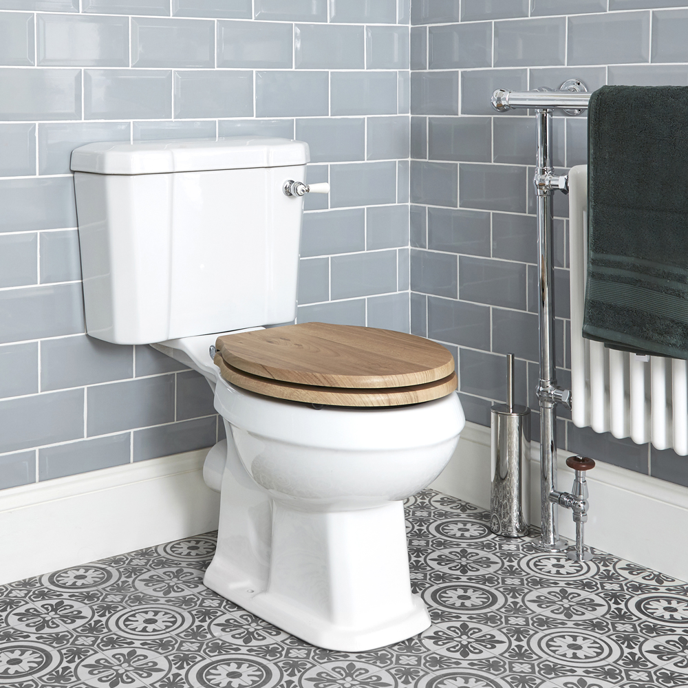 Milano Richmond - White Traditional Toilet with Cistern and Wooden Seat