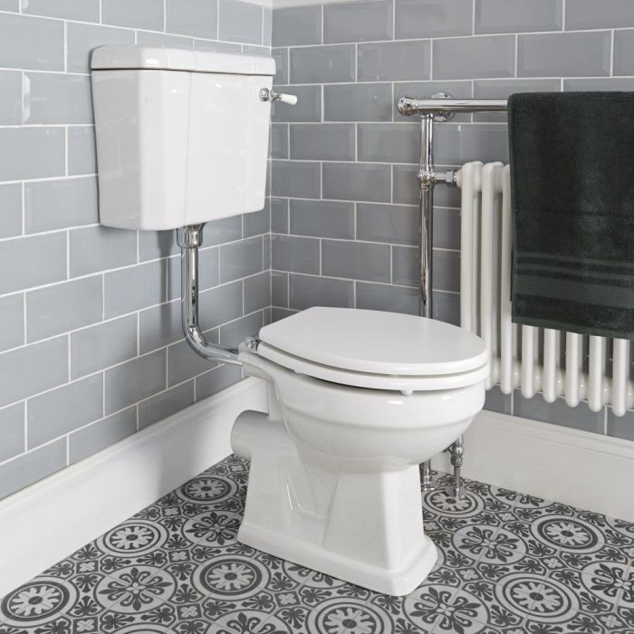 Milano Richmond - Traditional Toilet Pan with Low Level Cistern and Choice of Seat